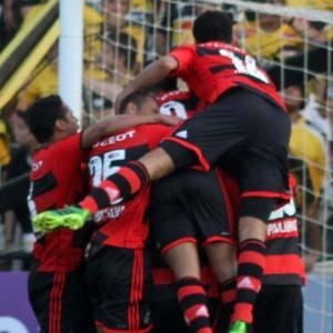 09jun2013---jogadores-do-flamengo-comemoram-gol-de-hernane-na-vitoria-do-flamengo-sobre-o-criciuma-pelo-campeonato-brasileiro-1370725497839_300x300